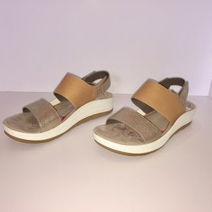 5f3dfdc2400e Bionica Shoes - NWT Bionica Yolanda Wedge Platform Sandals